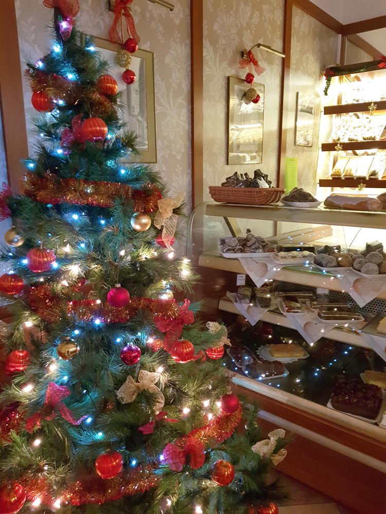 Cukiernia Markiza Stare Babice zaprasza po świąteczne domowe ciasta.