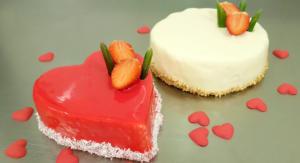 Tort walentynkowy, tort w białej glazurze, tort czerwone serduszko - Cukiernia Markiza Stare Babice